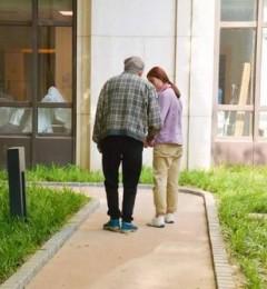 当阿尔茨海默症来临,愿他们被这个世界温柔以待