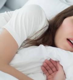 研究发现打鼾可导致妇女的心脏功能提早受损