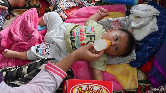 印尼海啸后灾区饮用水与药品匮乏 极需救援