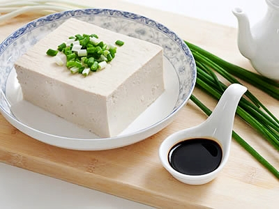 豆腐味甘性凉 老年人不宜过量食用