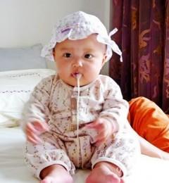 年轻爸妈解决宝宝吐奶的四个妙招
