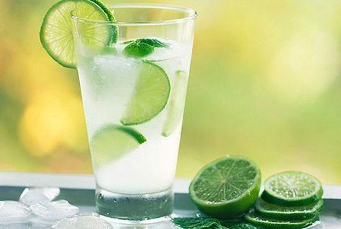 柠檬水可以减肥?专家有不同意见