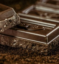 吃完巧克力糖 脸上痘痘冒出得更快了!
