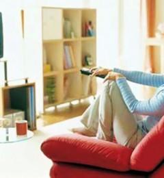 长时间看电视后马上睡觉 你在摧残皮肤