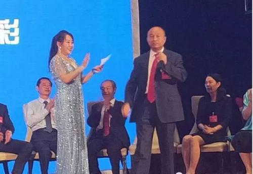 """王俊强医生登上了""""中医药健康服务走向世界优选项目对话30国外交官""""颁奖台"""