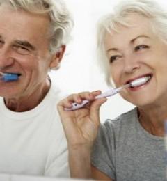 拥有一口健康的牙齿,可保护脑部,推迟老年痴呆的到来