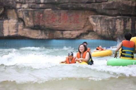 紫龙湾邀你狂欢一夏 飘雪温泉节暨亲子水上嘉年华启幕仪式隆重举行