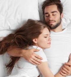"""整夜抱女友入睡?错误姿势易手臂""""不举"""""""