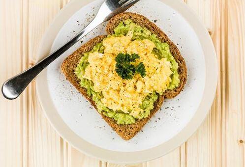 研究:吃高能量早餐者,心血管更健康?