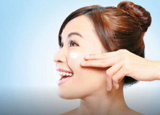 脸部按摩做SPA!让你月肌肤美丽又紧致
