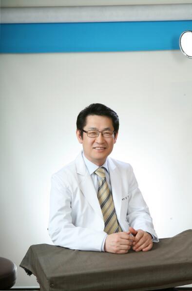 曹仁昌和洪星杓谁厉害双眼皮修复?广州紫馨洪星灼双眼皮修复手术效果怎么样?