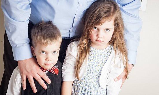 孩子的粗暴来自父母和师长的示范,大人要先改变自己