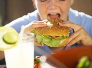 不良心理因素可使人产生暴食症