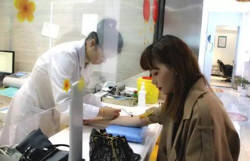 模特俞惜雅在青逸植发医院做发际线种植直播现场曝光