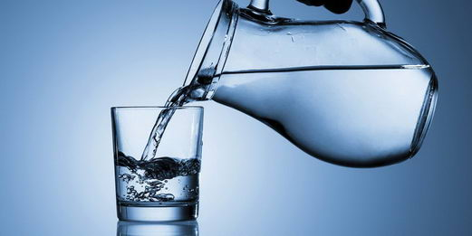 多喝水能缓解疲劳还能减肥?可能没有科学根据