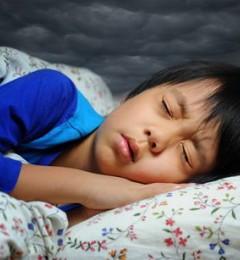 小孩睡不好 父母做错了什么?