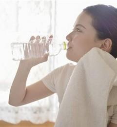一天里水喝得越多越好?