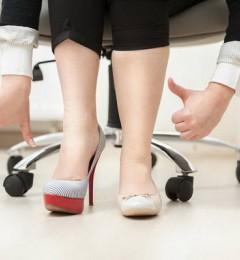"""女性脱下高跟鞋腿真的会""""变长""""?"""