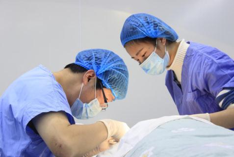 全国吸脂专科医院,拯救吸脂失败的受损皮肤