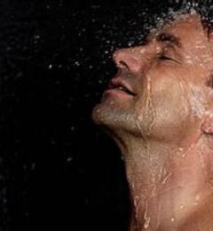 冷热水交替浴 有助于增强男子的性功能