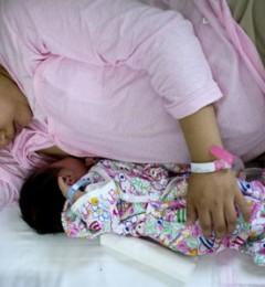 研究发现纯母乳哺育的宝宝,发育比较慢