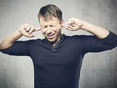出现耳鸣症状 可能是恶性肿瘤的前兆