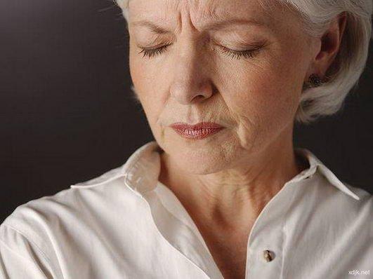 中年女性小心热毒长痘,可能是癌症的征兆