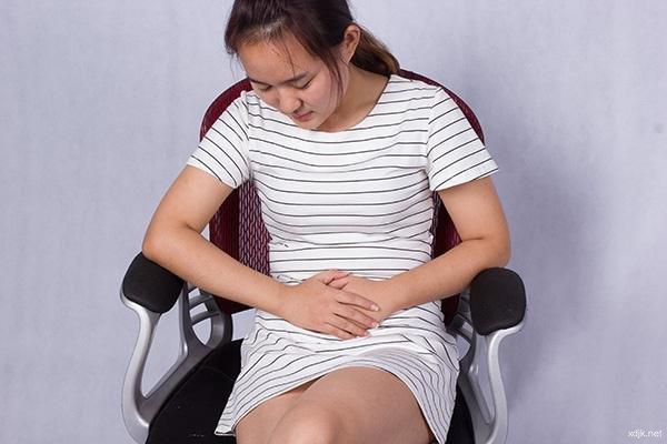 不要让二郎腿跷走你的健康 这四种病与其有关