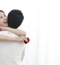 情侣间的亲密感 是快乐的来源