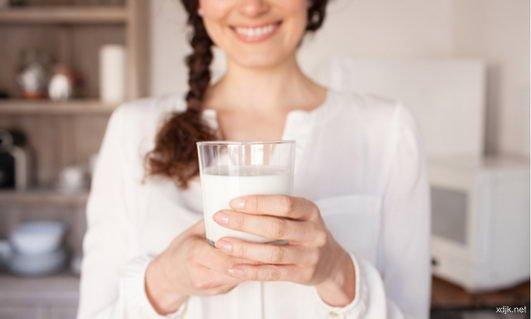 每晚辗转反侧 牛奶里的色胺酸化身为夜间助眠褪黑激素