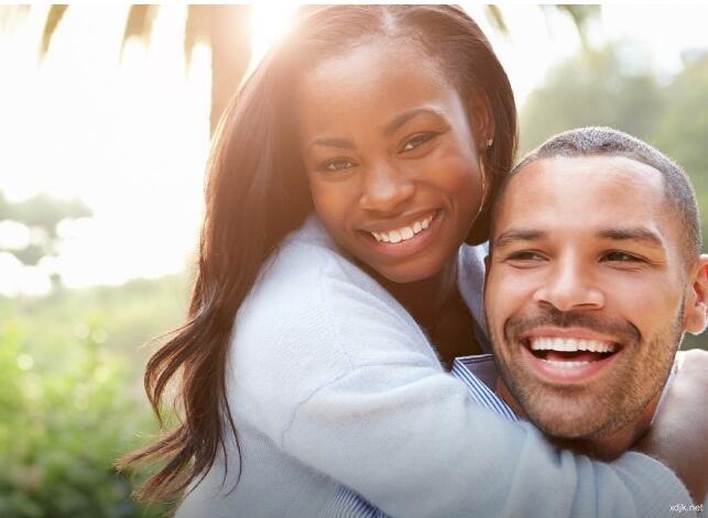 相爱的两个人在一起时间久了 越来越有夫妻相!
