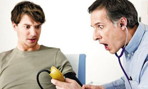 从两臂血压差预测中风和死亡风险