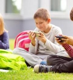 防止青少年假期近视爆雷 家长正确引导很重要