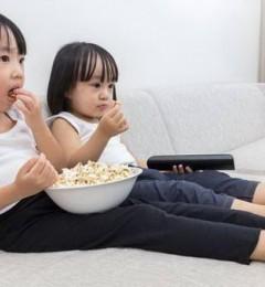 """""""小胖墩""""多半爱看电视 家长早知道"""