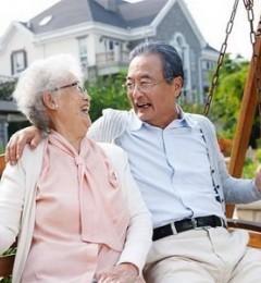 70岁大妈高兴地给女儿打电话:腰酸背痛好多了 方法还简单