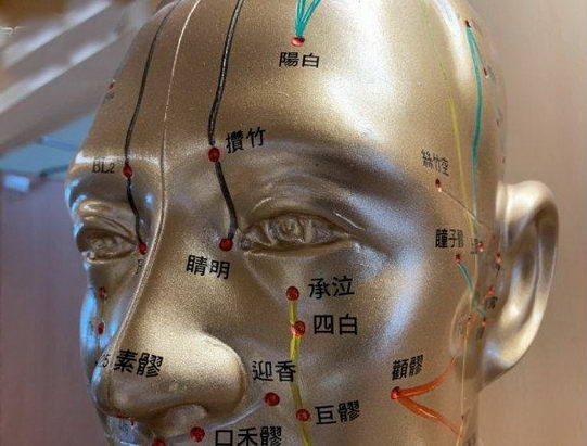 学生压力大眼睛易酸涩 几个关键穴位解疲劳