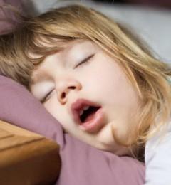 儿童睡得再多仍困倦 童睡眠障碍多与这件事有关